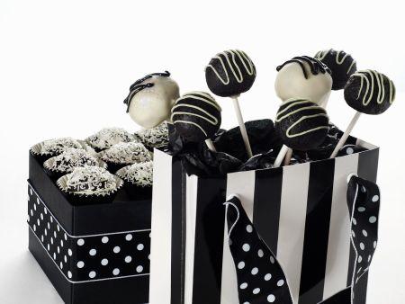 Cake Pops in schwarz und weiß