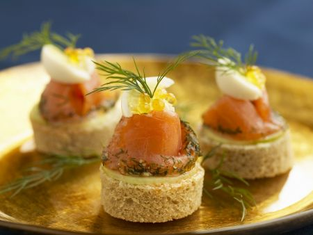 Canapes mit gebeiztem Lachs