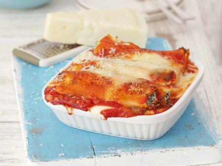 Cannelloni gefüllt mit Ricotta-Rucola-Creme, überbacken mit Bechamel- und Tomatensoße