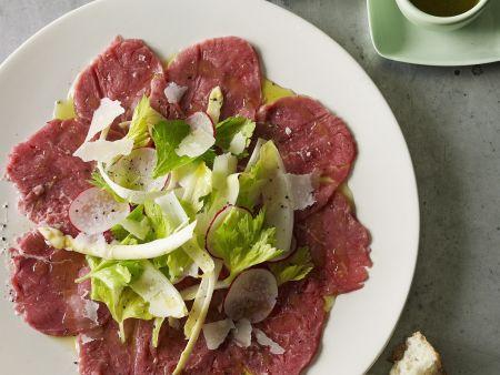 Carpaccio mit grünem Salat