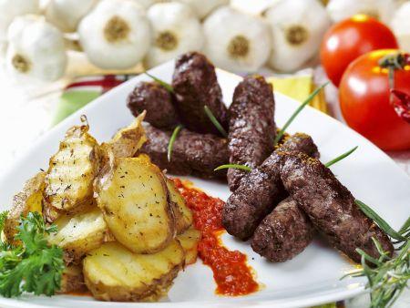 Cevapcici mit Kartoffeln vom Grill