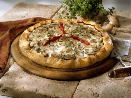 Champignonpizza mit roter Paprika