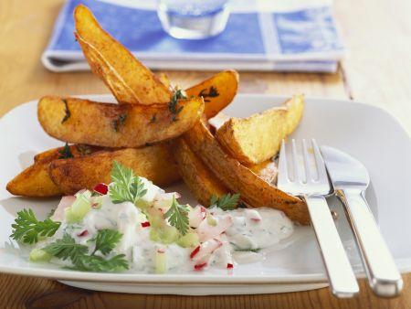 Country potatoes mit Radieschen-Kerbel-Dip