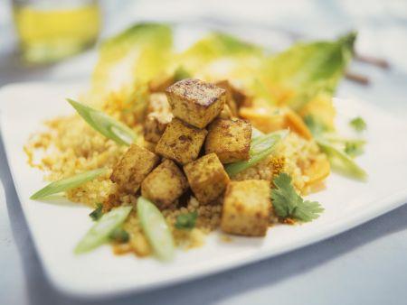 Couscous mit Lauchzwiebeln und würzigem Tofu