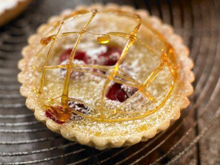 Cranberry-Orangen-Tortelett mit Karamellgarnitur