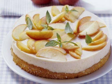 Cremetorte mit Pfirsich