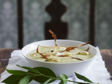 Cremige Kartoffelsuppe mit knusprigen Gemüsestreifen