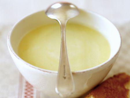 Cremige Knoblauch-Mandel-Suppe