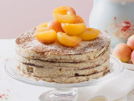 Cremige Oblaten-Kaffee-Torte mit Aprikosen