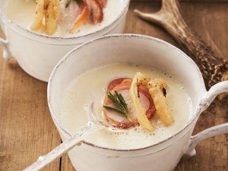 Cremige Zwiebelsuppe mit Kaffee und Fasanenbrust