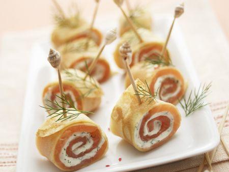 Rezept: Crepesröllchen mit geräuchertem Lachs