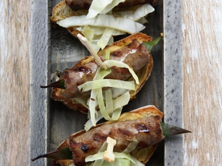 Crostini mit würziger Wurst (Salsiccia) und Senf