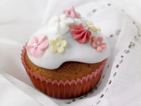 cupcake zur taufe oder hochzeit rezept eat smarter. Black Bedroom Furniture Sets. Home Design Ideas