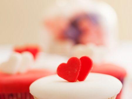 cupcakes mit fondant rezept eat smarter. Black Bedroom Furniture Sets. Home Design Ideas