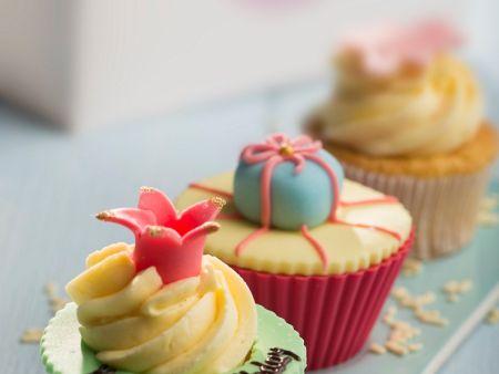 cupcakes mit vanille butter creme rezept eat smarter. Black Bedroom Furniture Sets. Home Design Ideas