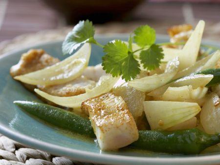 Curry mit Fisch, Peperoni und Zwiebeln