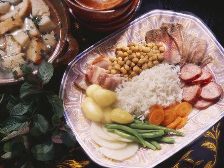 Deftiger Fleischeintopf mit Reis
