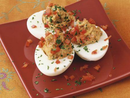 Eier mit Paprika-Füllung