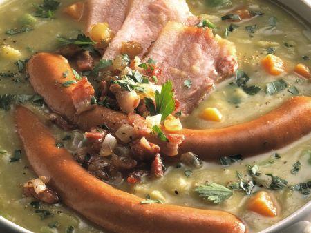 Erbsentopf mit Würstchen und Schweinefleisch