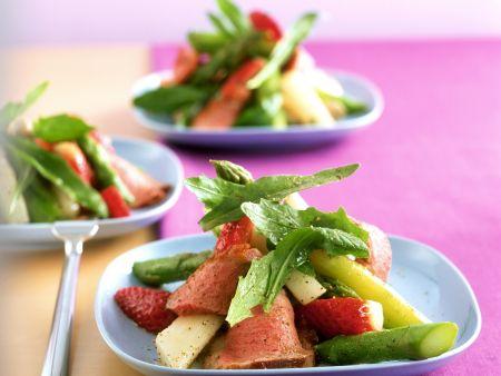 Erdbeer-Spargel-Salat mit Entenbrust