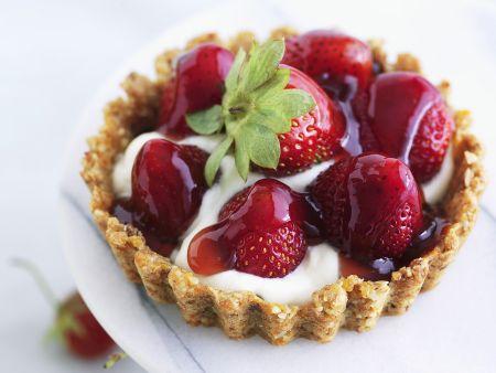 Erdbeertarteletts mit Schlagsahne