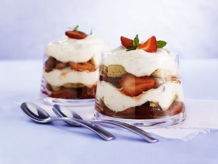 Erdbeer-Trifle mit Amarettini