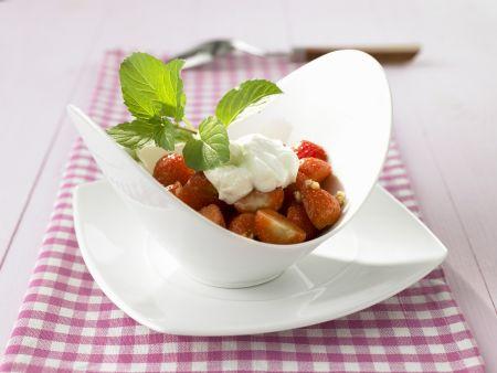 Erdbeersalat mit Sojacreme