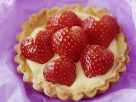 Erdbeertartelett mit Vanillecreme