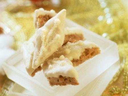 Erdnuss-Rauten mit weißer Schokolade
