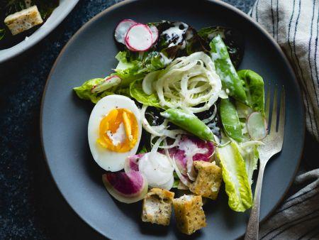 Fenchel-Radieschen-Salat mit Miso-Buttermilch-Dressing