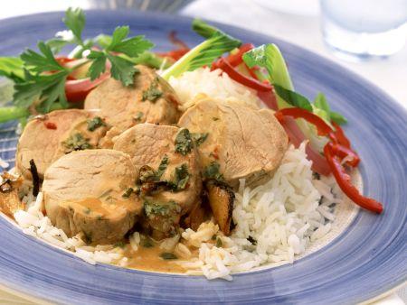 Filet vom Schwein mit Salat und Reis