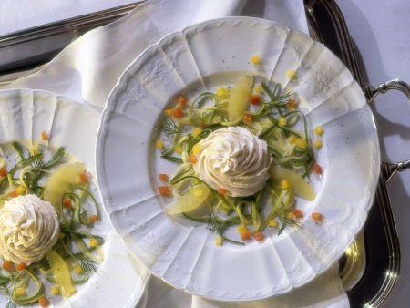 Fischcreme auf Zucchinisalat