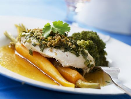 """Fischfilet """"en papilotte"""" mit Möhren und Brokkoli"""