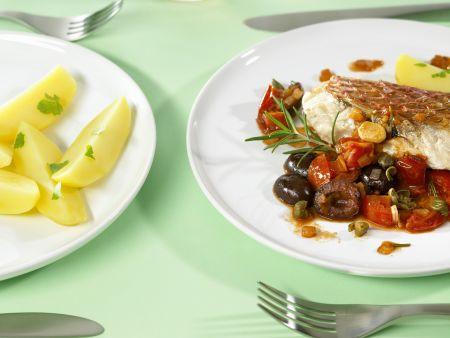 Fischfilet mit würzigem Gemüse, Kapern und Weintrauben