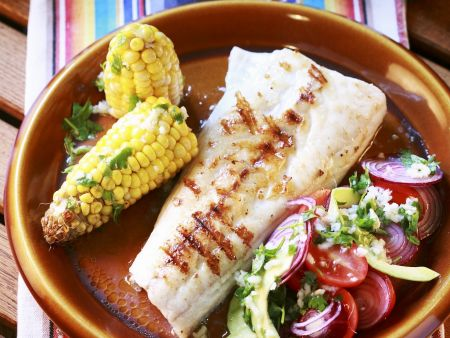 Fischfilet vom Grill mit Mais und Gemüse