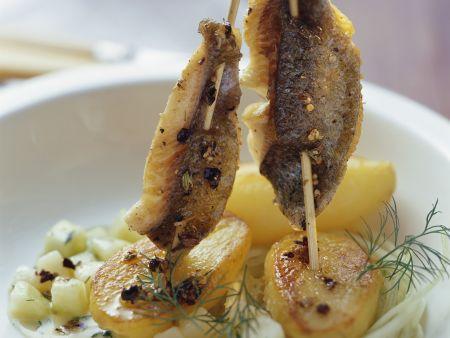 Fischspieße mit Kartoffel-Gurken-Gemüse