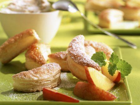 Fleurons mit frischen Pfirsichen