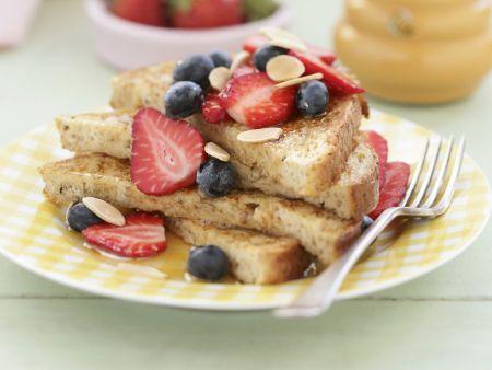 French Toast mit Sommerbeeren