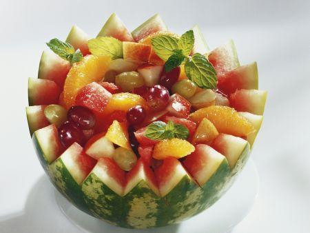 Fruchtsalat in der Melone