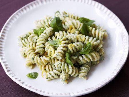 Fusilli mit Ricotta-Basilikum-Pesto