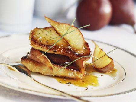 Gebratene Birnen mit Soße aus Honig und Pfeffer