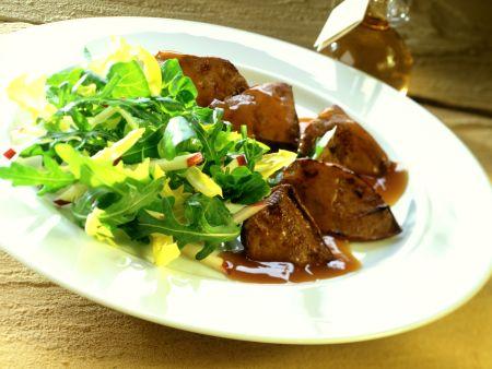 Gebratene Geflügelleber mit Rauke-Löwenzahn-Salat