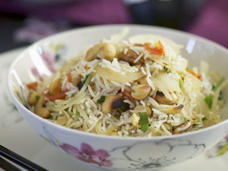 Gebratener Reis mit Cashews und Gemüse