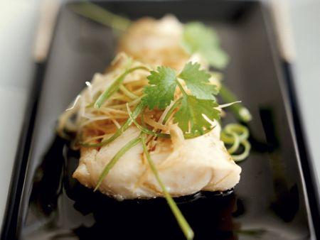 Gedämpfter Fisch im Kantoneser Stil mit Koriander