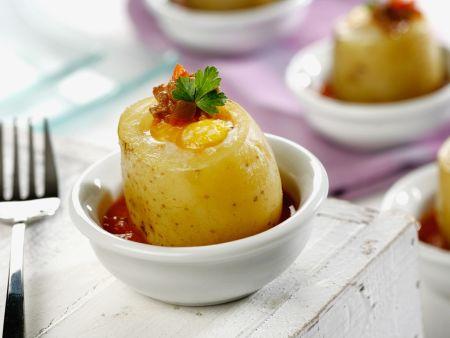 Gefüllte Kartoffel in Tomatensoße