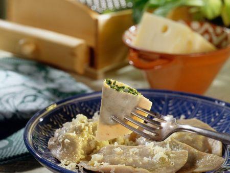 Gefüllte Nudeln mit Spinat und würzigem Käse
