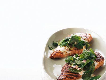 Gegrillte Hähnchenbrust mit Joghurtsauce