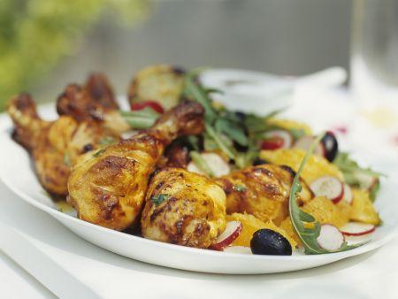 Gegrillte Hähnchenschlegel mit Rucola-Orangen-Salat