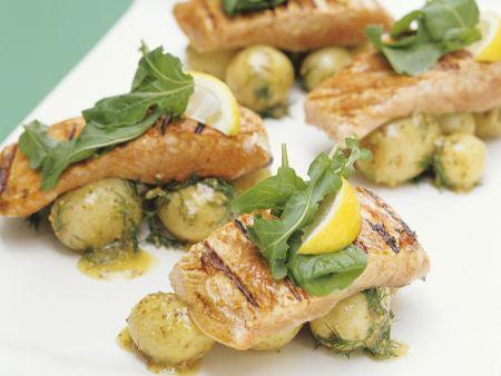 Gegrillte Lachsschnitten mit Kartoffeln