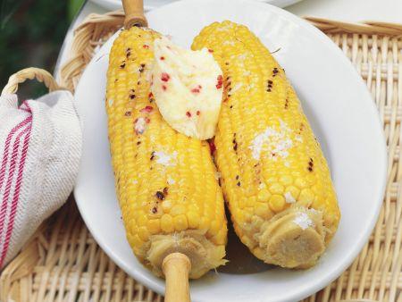Gegrillte Maiskolben mit scharfer Honigbutter